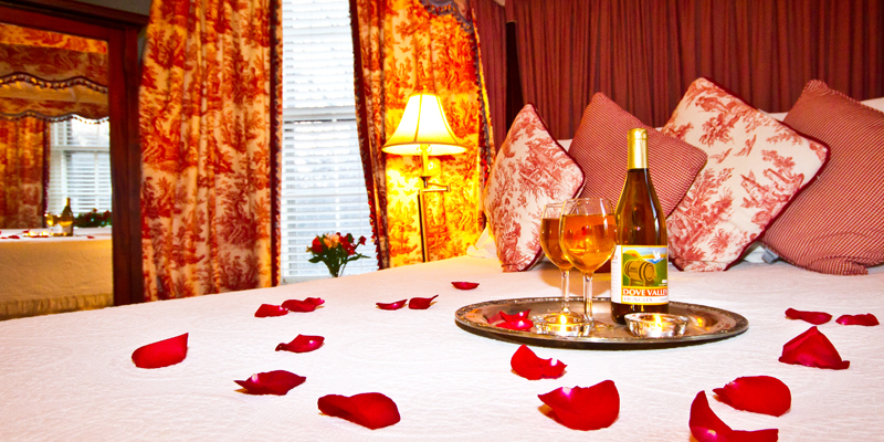 baltimore room bed with rose petals